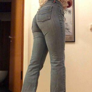 Jeans från Esprit. Passar S-M men står ingen storlek i dem. Kan möta upp i Göteborg:) annars betalar köparen frakt