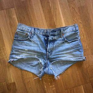 Säljer mina Levi's shorts 501  W29 då dem är försmå nu:( kan frakta eller mötas upp