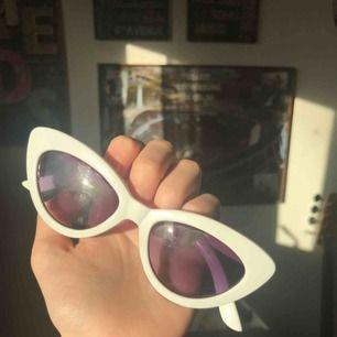 Jättefina solglasögon från glitter!💘 kommer aldrig till användning hos mig dock :( frakt ligger på 9:-❤️❤️