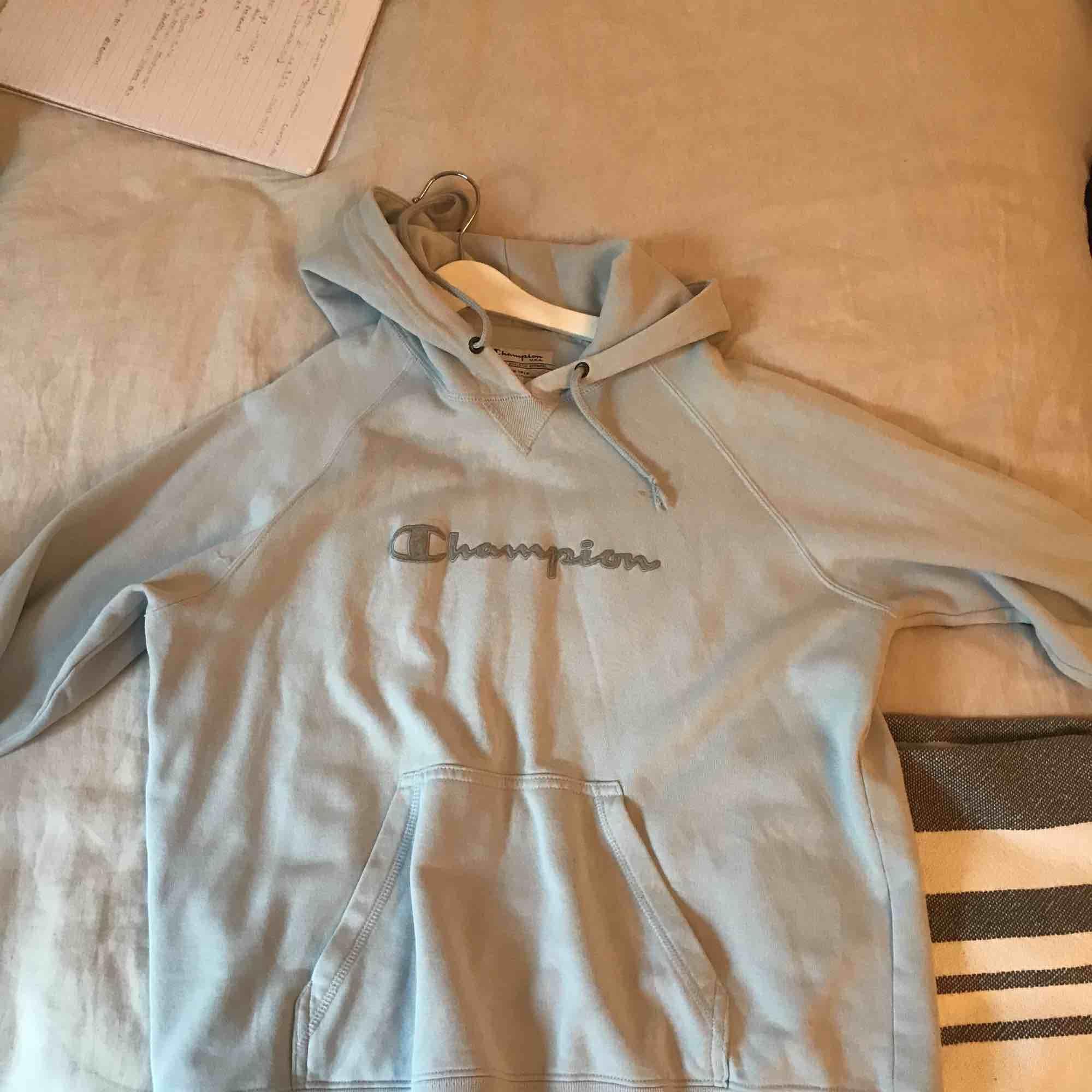 Jättefin vintage champion hoodie, köparen står för frakten. Huvtröjor & Träningströjor.