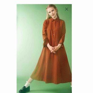 Skitsnygg klänning från Monki i toppkvalitet! Enda anledningen till varför jag säljer är för att den är lite stor. Så tråkigt då jag verkligen älskar den!  Priset är prutbart!
