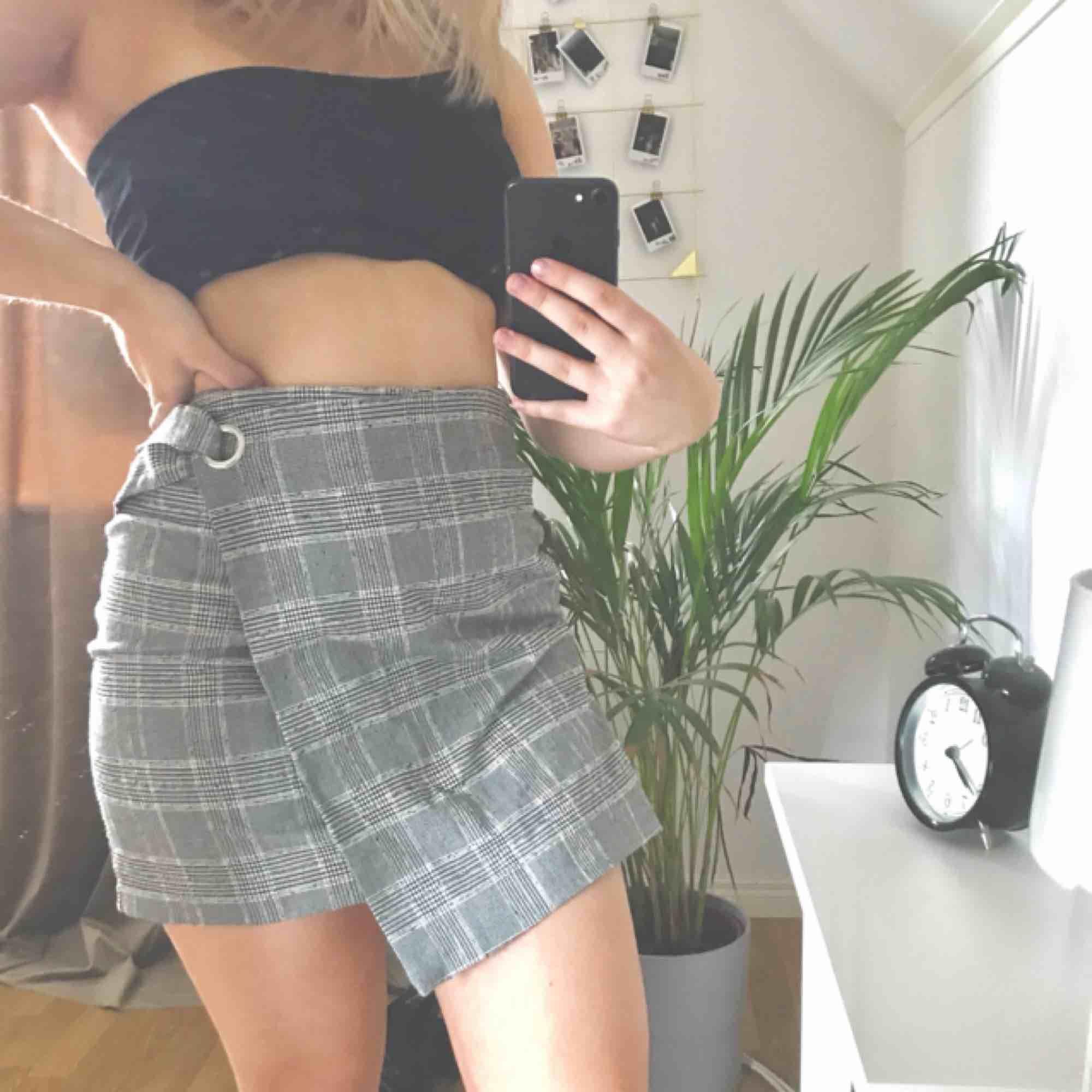 Super fin kjol. Köparen betalar frakt på 55kr och tar endast swish. Kan även mötas upp i Örebro på vardagarna . Kjolar.