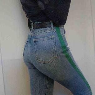 Snygga jeans ifrån never denim, använda en gång. Jättesköna och snygga men lite för stora för mig