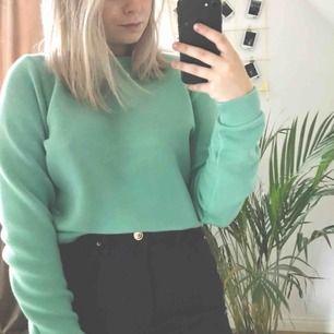 Otroligt mysig tröja i en jätte fin färg. Köparen betalar frakt på 55kr och jag tar endast swish