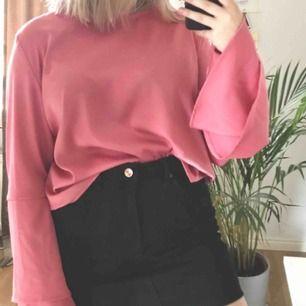 Sååå fin tröja som går att ha året runt. Köparen betalar frakt på 55kr och jag tar endast swish.