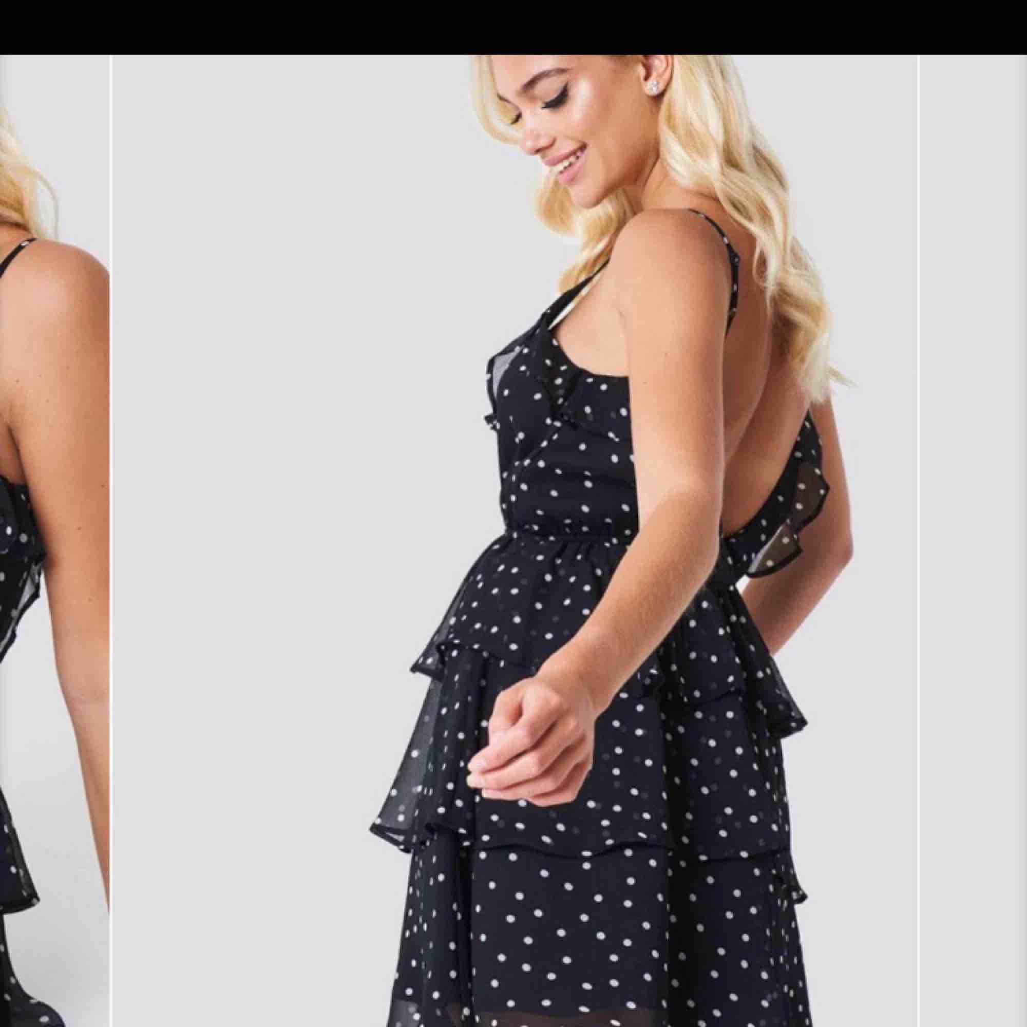 klänning från Linn Ahlborg x NAKD, i bra skick och inga fel på och har justerbara band 😊 kan fraktas . Klänningar.