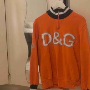 dolce & gabbana tröja från humana! köpt för 400, men har sen dess aldrig använts 😩 fraktar inte men möts upp i sthlm