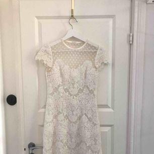 Säljer Ida Sjöstedt Paris Dress i storlek 38, passar mer som en 36