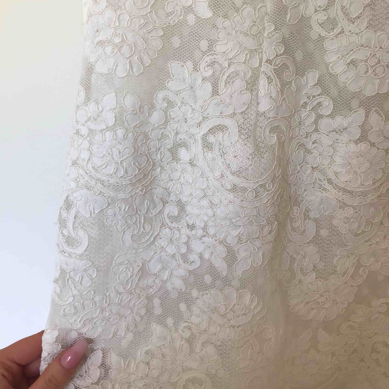 Säljer Ida Sjöstedt Paris Dress i storlek 38, passar mer som en 36. Klänningar.