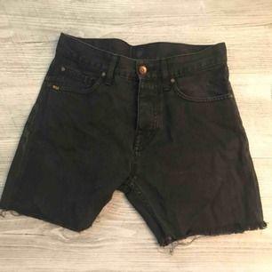 Säljer ett par jeans-shorts från tiger i stl 27 hör av dig vid frågor.   Köparen står för frakten och betalning sker på swish