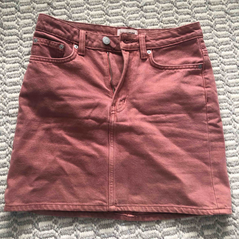 Superfin tight kjol från weekday. Kan mötas upp i Stockholm.. Kjolar.