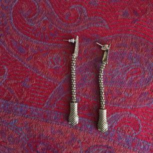 Fina örhängen från Gina, sparsamt använda!!