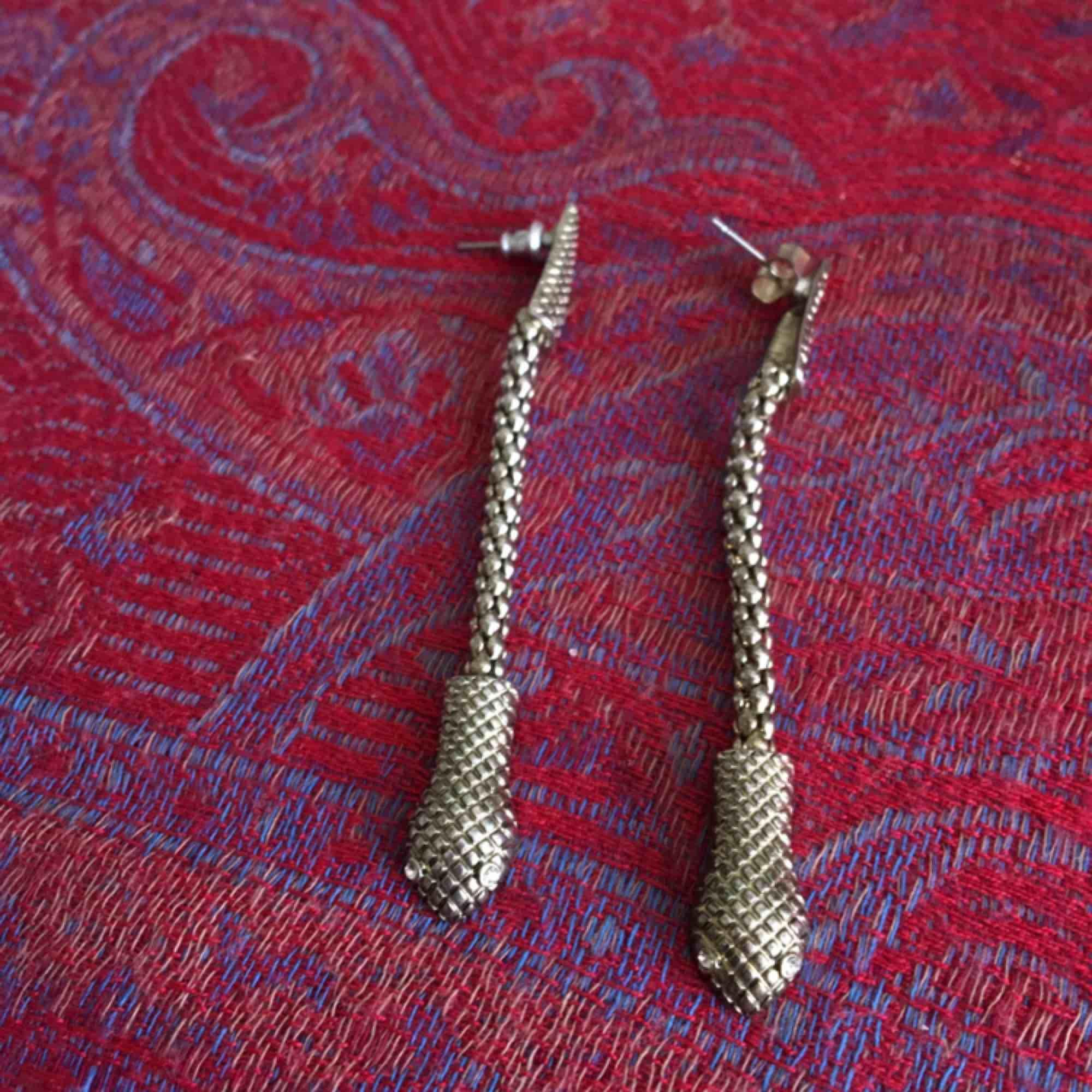 Fina örhängen från Gina, sparsamt använda!! . Accessoarer.