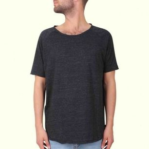Säljer en t-shirt från tiger of sweden. Gott skick, stl small :)   köparen står för frakten och betalning sker på swish!