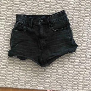 Shorts från Crocker. Mörkgråa/svarta. Tar endast swish. Möts upp i stockholm❤️