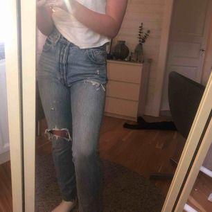 säljer dom här populära o snygga Levis jeansen då dom blivit för stora för mig. Kommer inte ihåg storleken men skulle säga en 38. Skriv privat för frågor eller fler bilder. (Frakt tillkommer) 💕