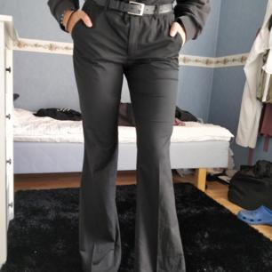 Kostymbyxor från Filippa K (Bootcutmodell).