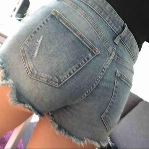 Shorts från HM, dom är små för mig i längden men i midjan så sitter dom super bra!☺️