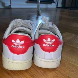 Ganska slitna skor med det fungerar fortfarande ! tyvärr blir frakten ganska dyr (70-90kr) pga att de måste fraktas i låda. ✨