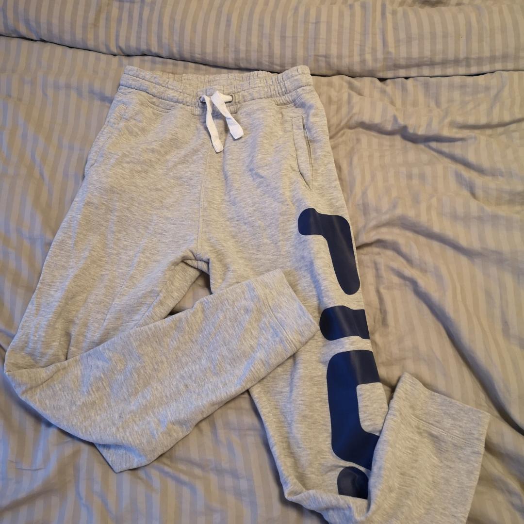 Fila byxor   Köparen står för frakten . Jeans & Byxor.