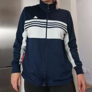 Adidas träningströja   Köparen står för frakten