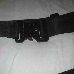 Alyx rollercoaster belt (kopia) 🐈 köpte detta av en kille och blev lurad, köpte för väldigt mycket pengar men har ingen användning av det så får sälja vidare det (priset är ink frakt och kan gå ner vid snabb affär)