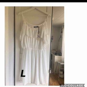 Vit sommar klänning. Aldrig använd. Frakt tillkommer.