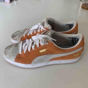Puma suede skor, någon slags limited edition modell. Använda endast ett fåtal gånger pga för liten storlek