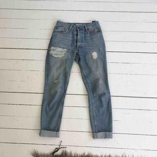Boyfriend jeans, på mig sitter dom som låg midja men går att ha som hög eftersom grenen är låg, frakt tillkommer (63kr)