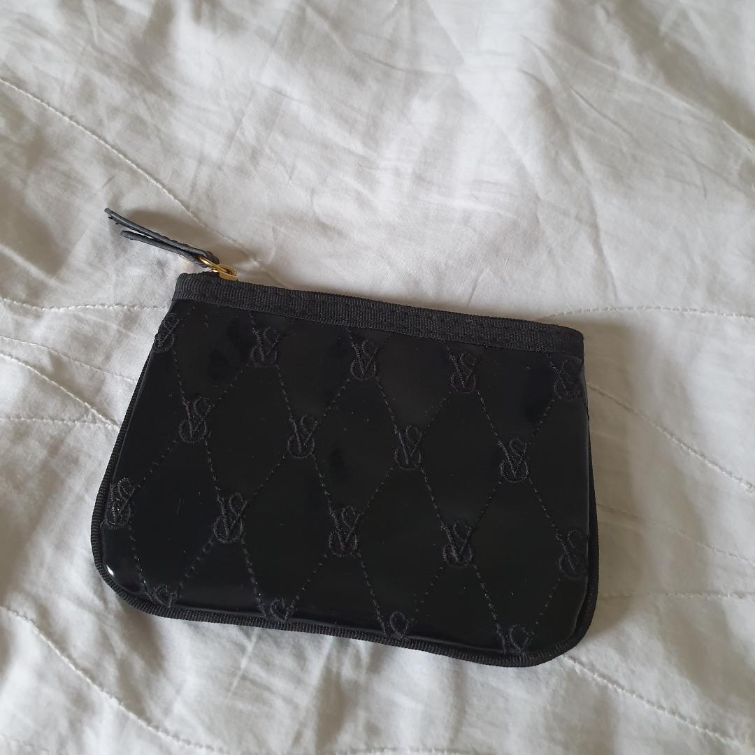 Victorias secret plånbok i fint skick. Frakt 9kr betalning via swish. Övrigt.