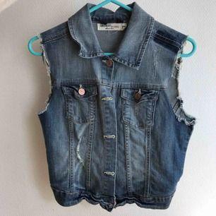 Jeans jacka/väst Storlek 170, passar både XS & S Gott skick - som ny