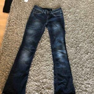 Super snygga bootcut jeans från G-star. Nypris: 1400kr. Kontakta för fler bilder:) pris kan diskuteras. frakt tillkommer😚😊💕