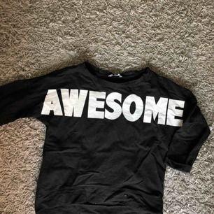 Snygg basic tröja som passar till typ allt:) kontakta för mer bilder. Frakt tillkommer💕💕💕