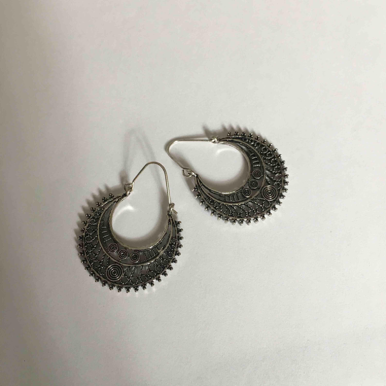 Super coola örhängen ifrån ur&penn, har aldrig använt. Frakt står köparen men vid snabb affär kan vi dela🥰🥰. Accessoarer.