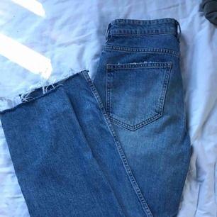 Blåa mom jeans från gina tricot, knappt använda. Högmidjade