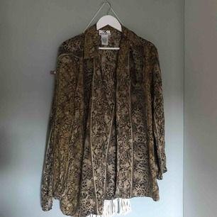 Fin vintage mönstrad skjorta  (frakt tillkommer)