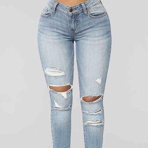 Helt nya jeans från FashionNova med lappar kvar! Sjukt snygga men passade tyvärr inte mig!