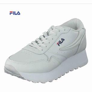 Ett par Fila skor som använd Max 8 gngr! Nypris: 747kr .  Mitt pris :400kr