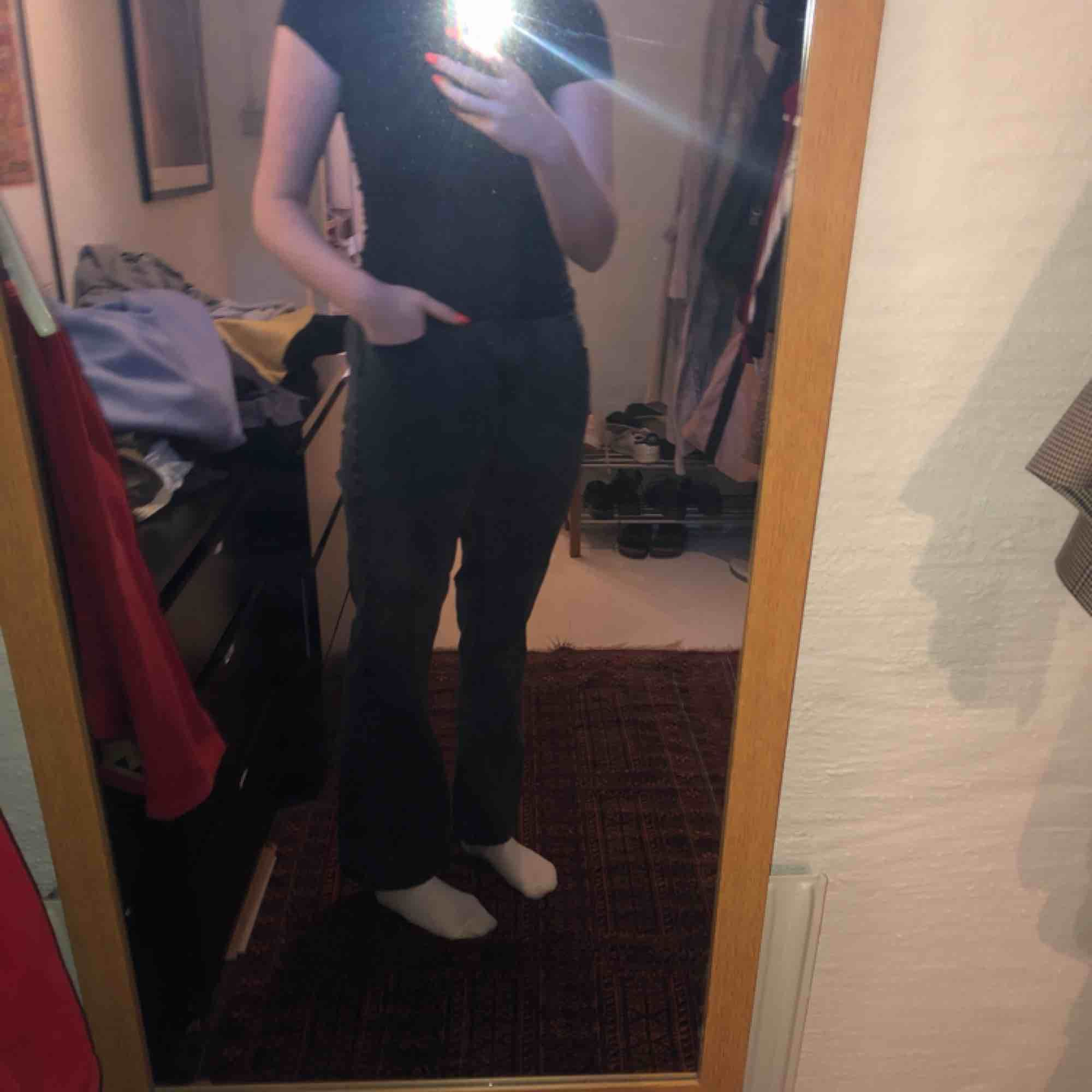 Bootcut byxor med mycket stretch och jätte sköna! Aldrig använda pga fel storlek. Jeans & Byxor.