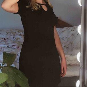 fin svart klänning från hm, nästan aldrig använd. köpare står för frakt🖤