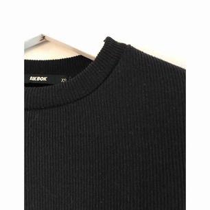 Svart långärmad tröja i XS. Aldrig använd.