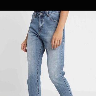 Mom jeans från dr denim.  Aldrig använda endast testade, köpta för ca 500-600kr (minns inte exakt.)
