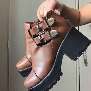 Skor från Koi Footwear. Använda typ 2 ggr. Frakt 90kr. ❤️