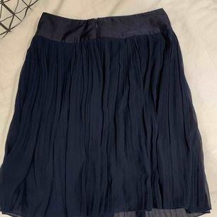 Blå plisserad kjol. Använd ca 5 ggr