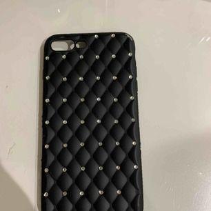 Säljer mitt fina skal till iPhone 7+ då jag bytt telefon. Använt sparsamt