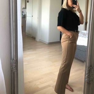 Brun/beige kostymbyxa knappt använda!💫