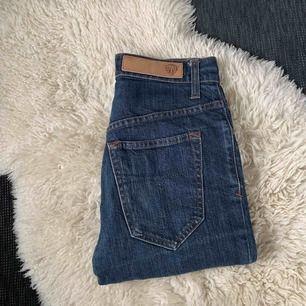 Säljer mina Tiger of Sweden jeans i strl 28/32 jag skulle säga att de är lite små i storleken. Dom är i fint skick.