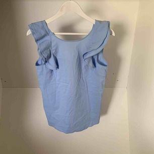 Fint linne i babyblå färg. Bra skick, som nytt.