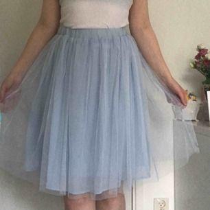 Fin kjol köpt från Sango, en butik i Shibuya 109 i Tokyo. Passar S och M. Använd 1-2 gånger. Inga hål eller fläckar.