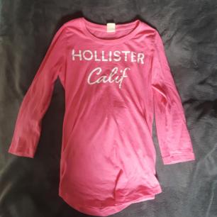 Rosa tröja från hollister  Vid köp av flera kläder så kan man få billigare paketpris Köparen står för frakten
